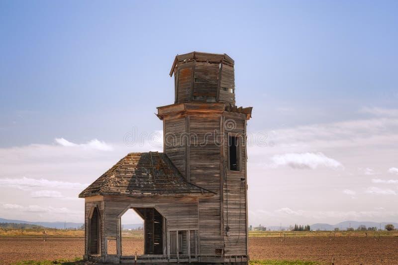 Αποσυντιθειμένος γεωργικό κτήριο στο αγροτικό Όρεγκον στοκ φωτογραφία με δικαίωμα ελεύθερης χρήσης