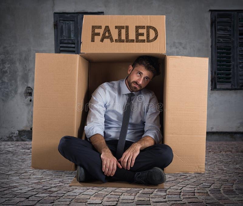 Αποτυχημένος επιχειρηματίας στην οδό στοκ εικόνες