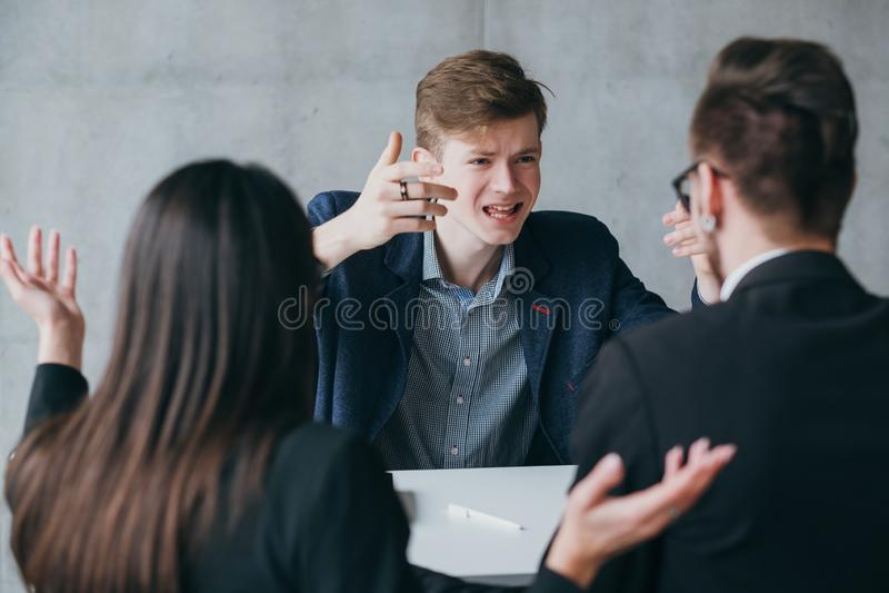Αποτυχημένος μετριασμένος υποψήφιος συνέντευξης εργασίας απότομα στοκ φωτογραφία