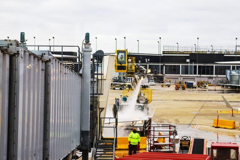 Αποψύχοντας φτερό αεροπλάνων στον αερολιμένα Σικάγο Ιλλινόις ΗΠΑ 1 -12 - 2018 OHare στοκ φωτογραφία