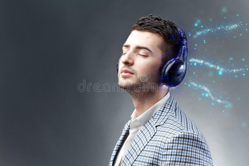 απολαύστε τη μουσική στοκ εικόνα με δικαίωμα ελεύθερης χρήσης