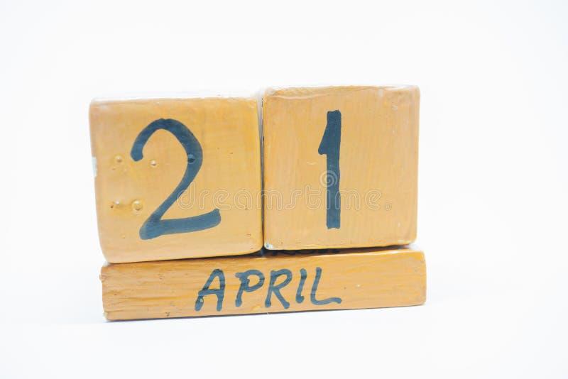21 Απριλίου ημέρα 21 του μήνα, χειροποίητο ξύλινο ημερολόγιο που απομονώνεται στο άσπρο υπόβαθρο μήνας άνοιξη, ημέρα της έννοιας  στοκ φωτογραφία με δικαίωμα ελεύθερης χρήσης
