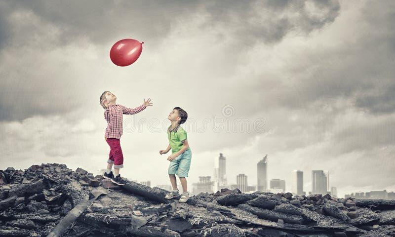 Απρόσεκτα ευτυχή παιδιά στοκ φωτογραφίες με δικαίωμα ελεύθερης χρήσης