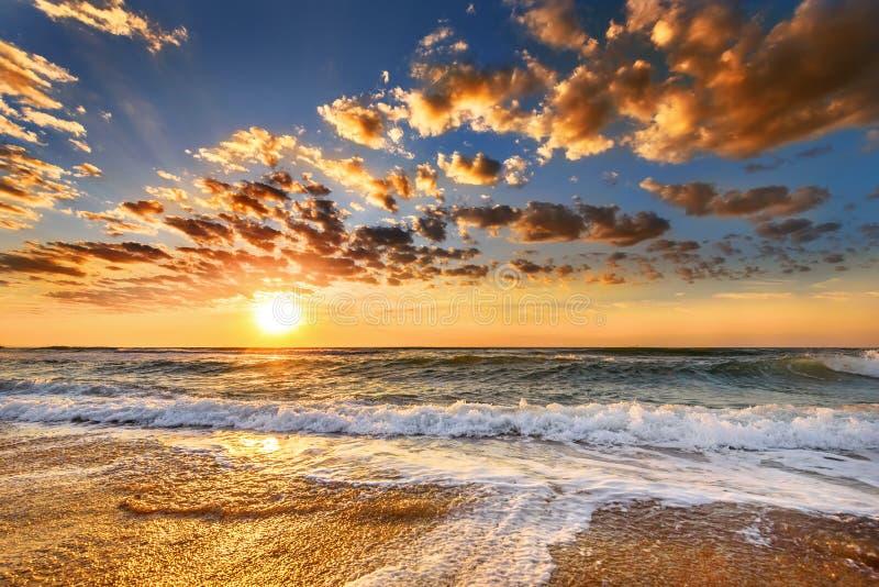 Απόκρυφο ηλιοβασίλεμα στη θάλασσα στοκ εικόνα με δικαίωμα ελεύθερης χρήσης