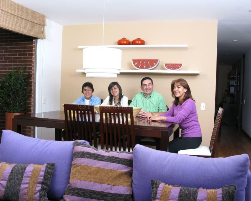 απόλαυση της οικογένει&alp στοκ φωτογραφίες με δικαίωμα ελεύθερης χρήσης
