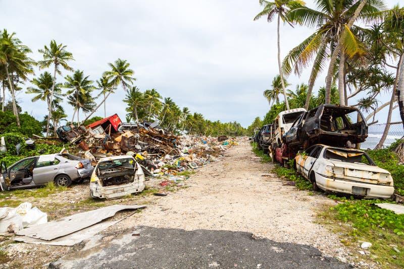 Απόρριψη απορριμάτων, υλικά οδόστρωσης, Τουβαλού, Πολυνησία, Ωκεανία Οικολογικό α στοκ φωτογραφίες