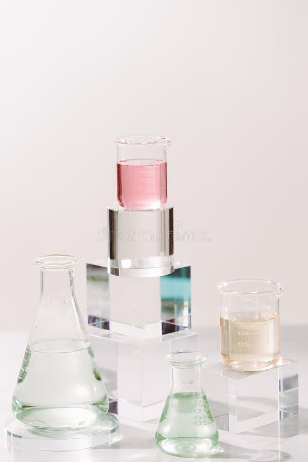 Απόσπασμα συστατικών εργαστηριακού πειράματος για τη φυσική ομορφιά και το οργανικό καλλυντικό προϊόν στοκ εικόνα