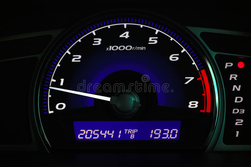 Απόσταση σε μίλια στην κονσόλα αυτοκινήτων, ταμπλό αυτοκινήτων στοκ εικόνες