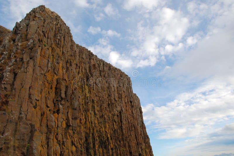 Απότομοι βράχοι βασαλτών Stykkisholmur στοκ φωτογραφίες με δικαίωμα ελεύθερης χρήσης