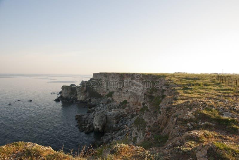 Απότομοι βράχοι επάνω από Μαύρη Θάλασσα, βουλγαρική ακτή στοκ εικόνες