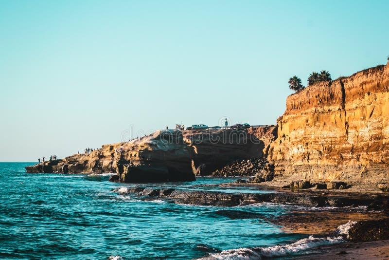 Απότομοι βράχοι ηλιοβασιλέματος στο Σαν Ντιέγκο, Καλιφόρνια στοκ φωτογραφίες