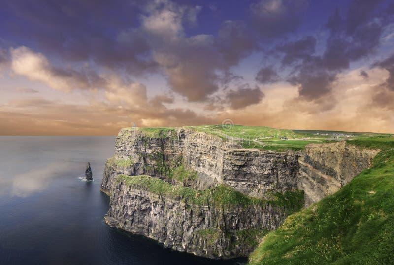 απότομοι βράχοι Ιρλανδία moher απεικόνιση αποθεμάτων