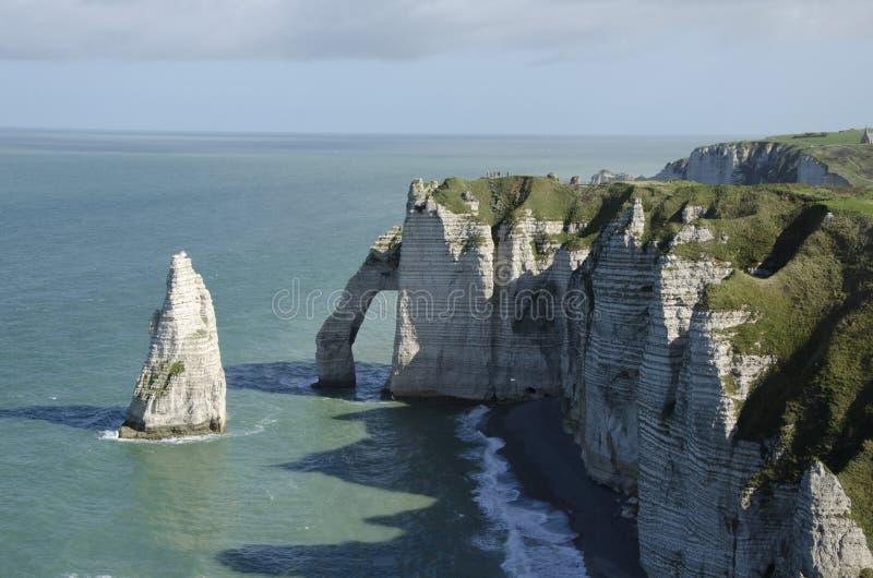 απότομοι βράχοι Νορμανδία στοκ εικόνα με δικαίωμα ελεύθερης χρήσης