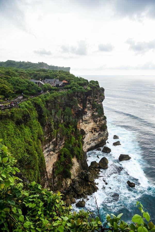 Απότομοι βράχοι στο ναό Uluwatu στο Μπαλί, Ινδονησία στοκ εικόνες με δικαίωμα ελεύθερης χρήσης