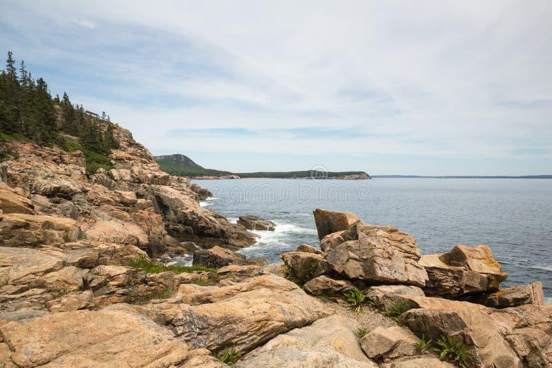 Απότομος βράχος ενυδρίδων στο εθνικό πάρκο ΗΠΑ Acadia στοκ φωτογραφία με δικαίωμα ελεύθερης χρήσης