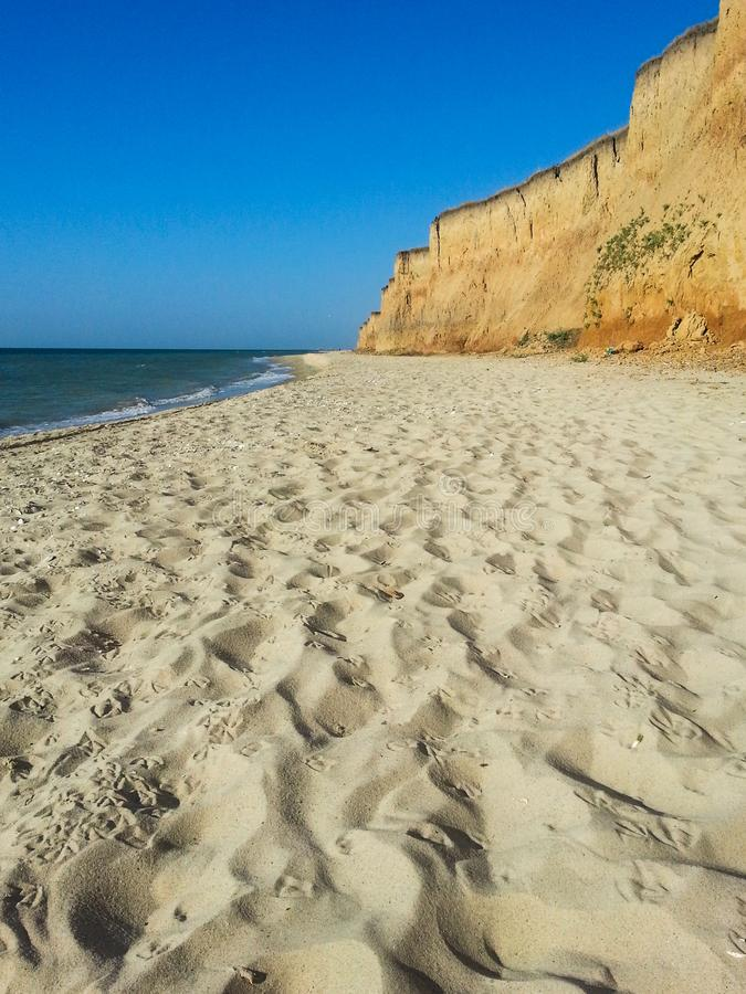 Απότομος βράχος παραλιών θάλασσας στοκ φωτογραφίες