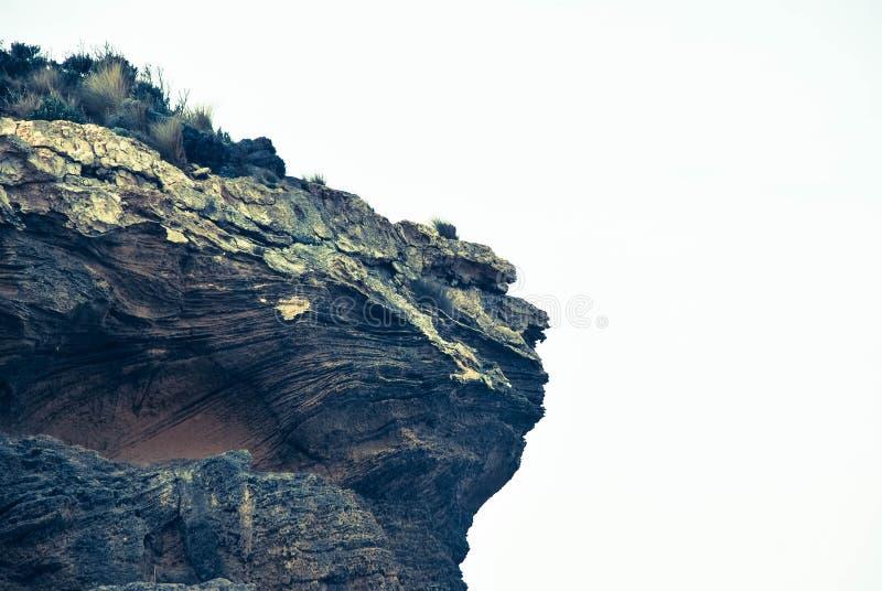 απότομος βράχος που ξεπ&epsilo στοκ εικόνες