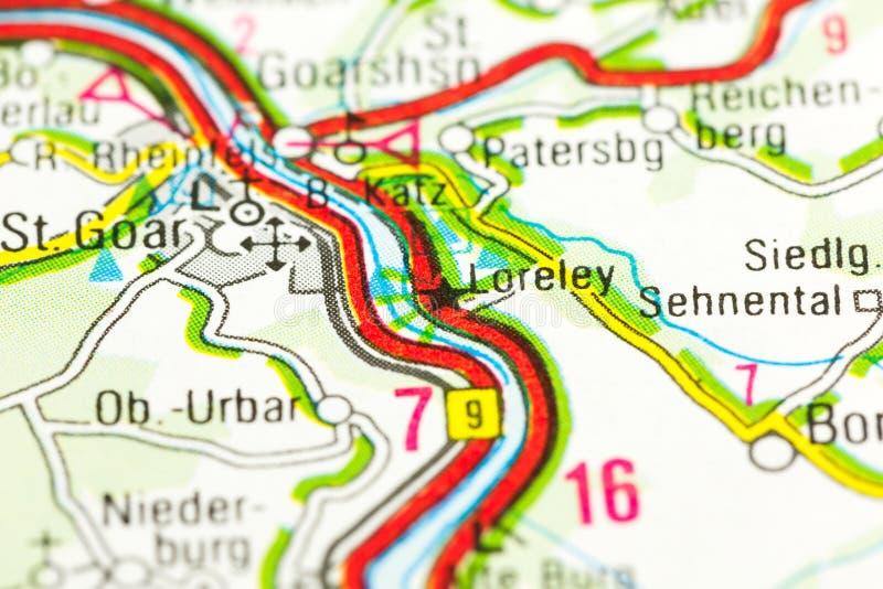 Απότομος βράχος Lorelei πλακών στις όχθεις του ποταμού Ρήνος στο χάρτη στοκ φωτογραφία
