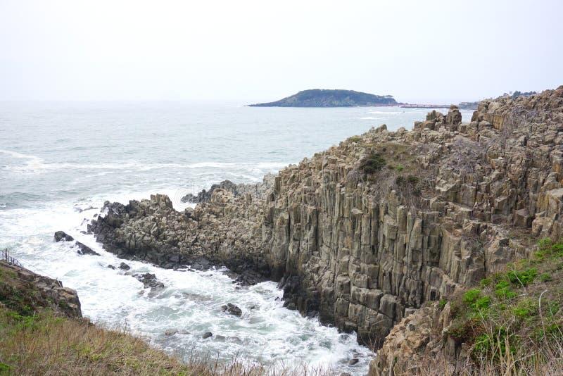 Απότομος βράχος Tojinbo, βράχοι Byobu στοκ φωτογραφίες