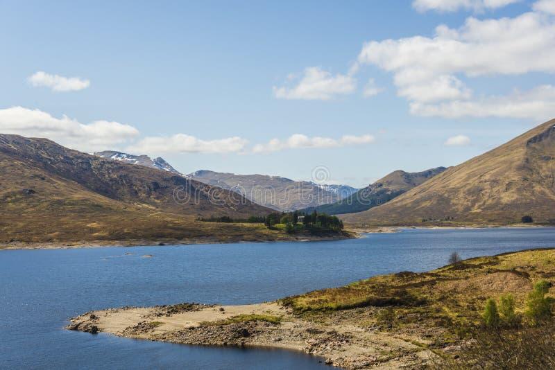 Απόψεις από A87 σχετικά με τον τρόπο από το οχυρό William στο νησί του skye στοκ εικόνες με δικαίωμα ελεύθερης χρήσης