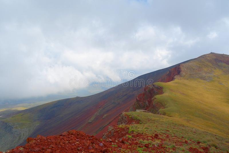 Απόψεις από την κορυφή του ηφαιστείου Azhdahak στα βουνά Geghama, Αρμενία στοκ φωτογραφία με δικαίωμα ελεύθερης χρήσης