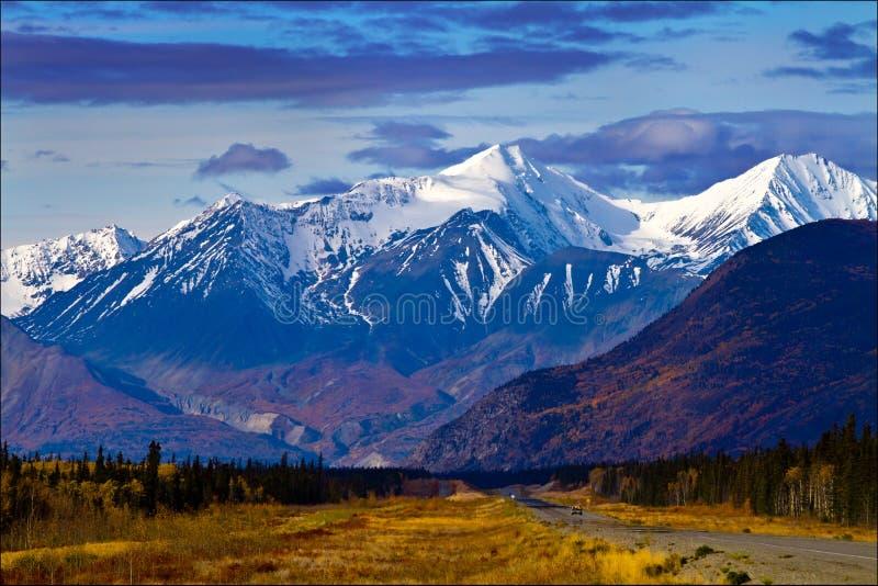 Απόψεις κοιλάδων και Mountainside, εδάφη Yukon, Καναδάς στοκ εικόνες