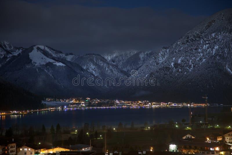 Απόψεις νύχτας Achensee και Pertisau από Maurach, Αυστρία στοκ εικόνα με δικαίωμα ελεύθερης χρήσης
