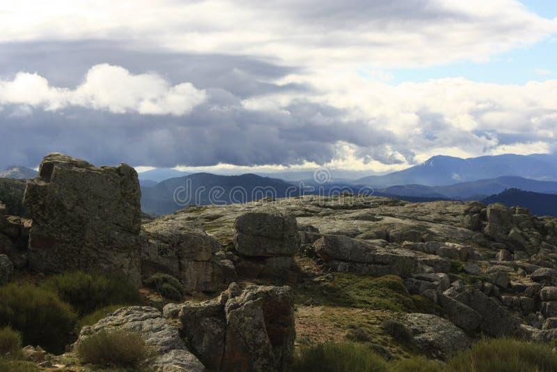 απόψεις του ουρανού και των βουνών, Santa MarÃa de Λα Alamaeda στοκ φωτογραφία με δικαίωμα ελεύθερης χρήσης