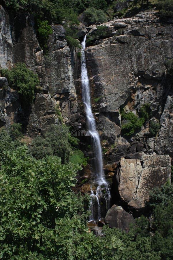 Απόψεις του waterfull στην οροσειρά de Gredos, Λα Βέρα, CÃ ¡ ceres, Εστρεμαδούρα στοκ εικόνα
