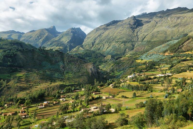 Απόψεις των σπιτιών και των terraced τομέων στην επαρχία Ancash, Περού στοκ φωτογραφίες με δικαίωμα ελεύθερης χρήσης