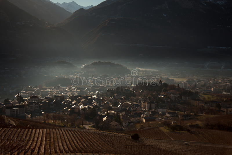 Απόψεις Sierre και των Άλπεων από την crans-Μοντάνα, Ελβετία στοκ φωτογραφία