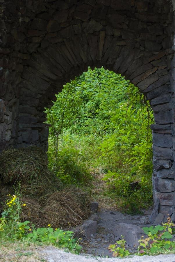 Από μια παλαιά πόρτα Vahanavank μοναστικό σύνθετο κοντινό Kapan, επαρχία Syunik της Δημοκρατίας Αρμενία στοκ εικόνες με δικαίωμα ελεύθερης χρήσης