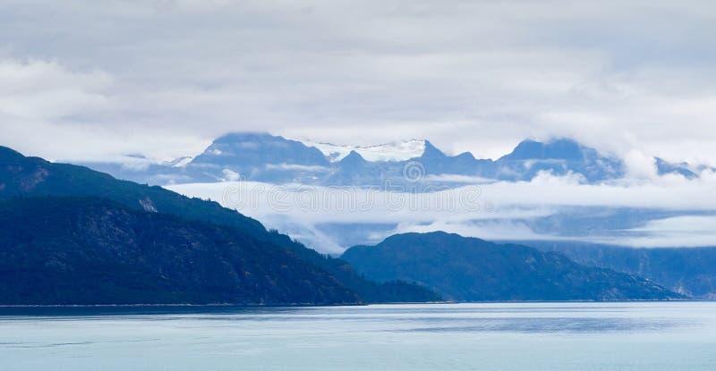 Από την Αλάσκα ορίζοντας με τα βουνά στοκ φωτογραφίες