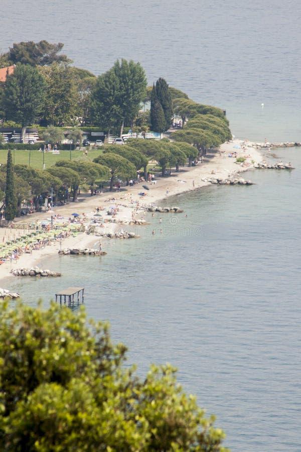 Από την παραλία στη λίμνη Garda στοκ φωτογραφία