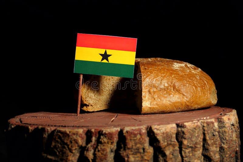Από τη Γκάνα σημαία σε ένα κολόβωμα με το ψωμί στοκ φωτογραφία με δικαίωμα ελεύθερης χρήσης