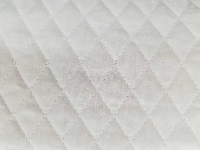 Από το άσπρο γεμισμένο ύφασμα στοκ φωτογραφία με δικαίωμα ελεύθερης χρήσης