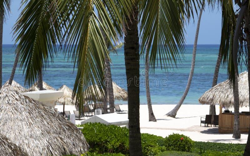 Από το Μπαλί ina κρεβατιών μια καραϊβική παραλία στοκ φωτογραφίες