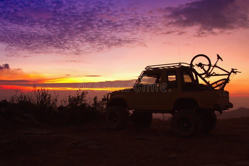 Από το οδικό αυτοκίνητο στο βουνό στοκ φωτογραφία με δικαίωμα ελεύθερης χρήσης