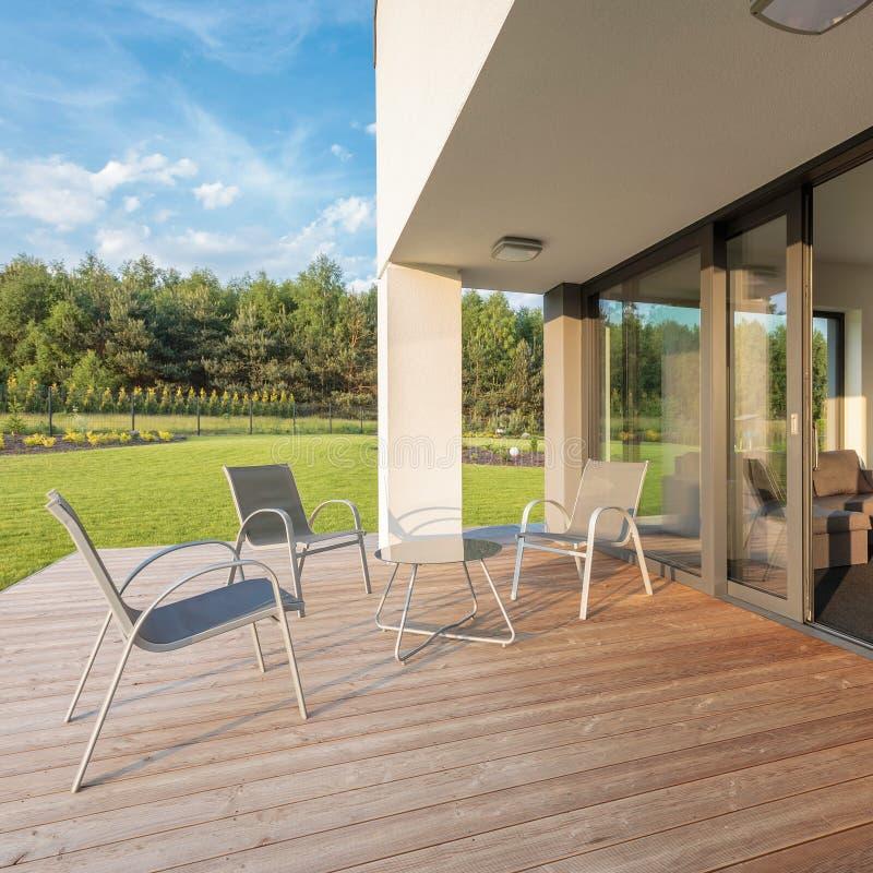 Απλό και μοντέρνο patio στοκ φωτογραφία με δικαίωμα ελεύθερης χρήσης