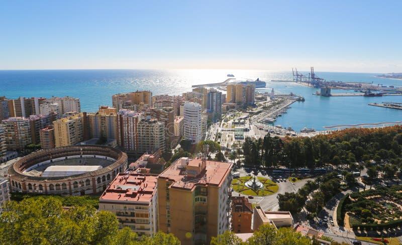 Αρένα ταυρομαχίας Λα Malagueta και λιμένας της Μάλαγας, Ανδαλουσία, Ισπανία στοκ φωτογραφία