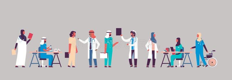 Αραβική επικοινωνία νοσοκομείων γιατρών ομάδας που κάνει τα επιστημονικά πειράματα τους διαφορετικούς ιατρικούς εργαζομένους αραβ ελεύθερη απεικόνιση δικαιώματος