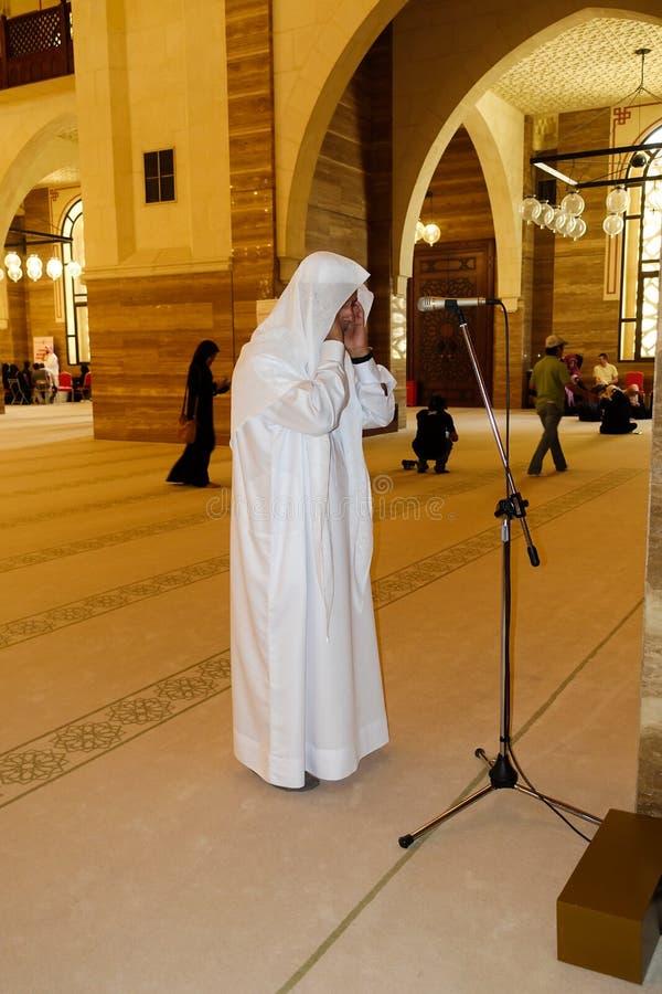 Αραβική κύρια προσευχή μουεζινών στο μουσουλμανικό τέμενος στοκ φωτογραφίες
