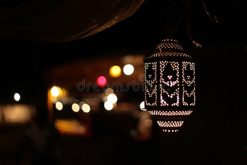 Αραβικός λαμπτήρας LIT τη νύχτα, φω'τα υποβάθρου στοκ εικόνες με δικαίωμα ελεύθερης χρήσης