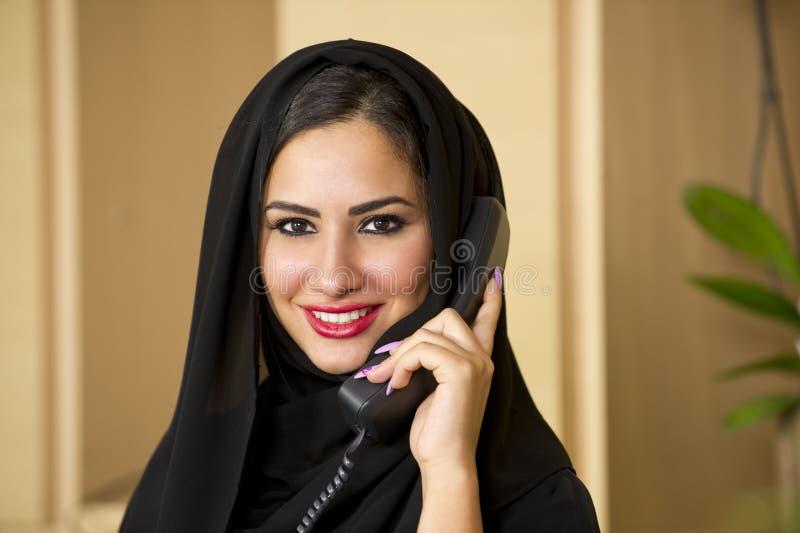 Αραβικός αντιπρόσωπος εξυπηρέτησης πελατών στοκ εικόνες