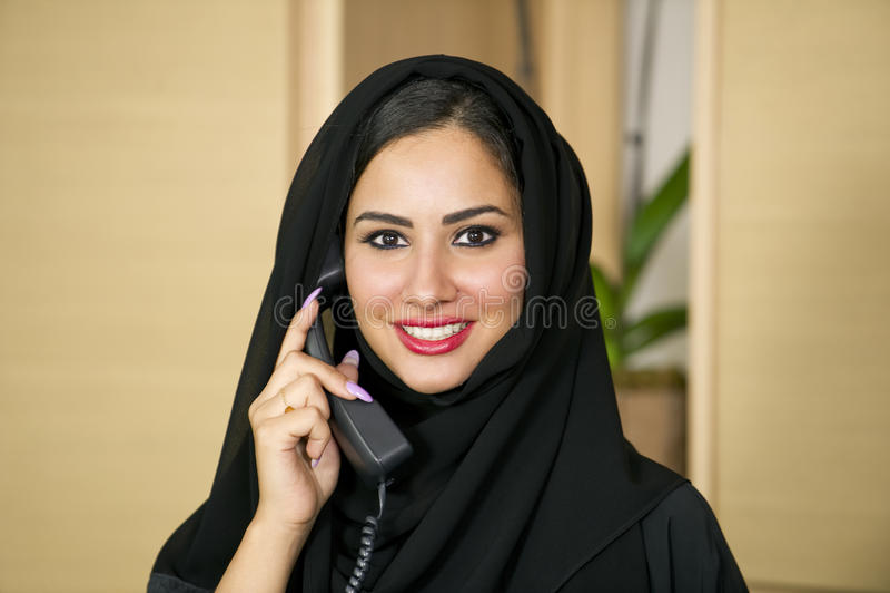 Αραβικός αντιπρόσωπος εξυπηρέτησης πελατών στοκ εικόνα