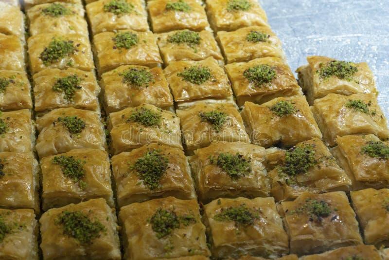 Αραβικό baklava Παραδοσιακό αραβικό επιδόρπιο στην αγορά στοκ φωτογραφίες