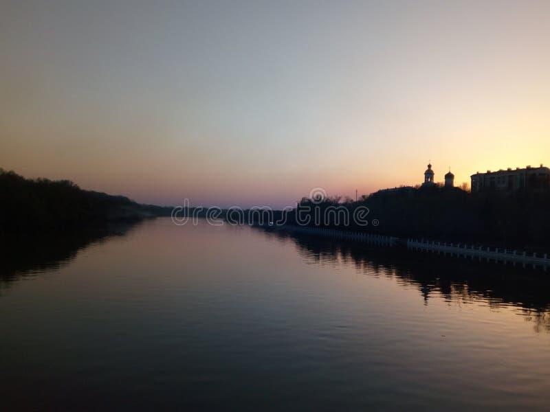 Αργά το βράδυ στον ποταμό Ural στοκ εικόνες