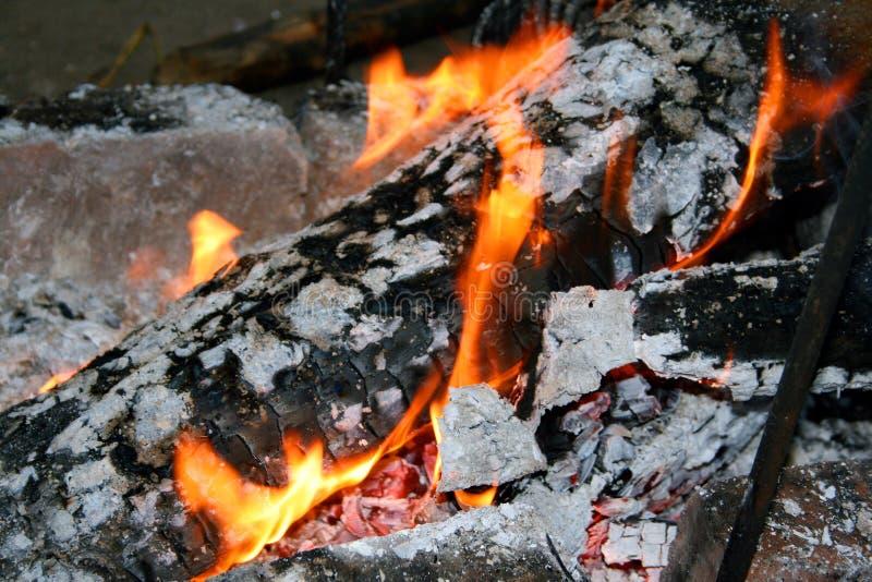 αργή καύση πυρκαγιάς στοκ εικόνα με δικαίωμα ελεύθερης χρήσης