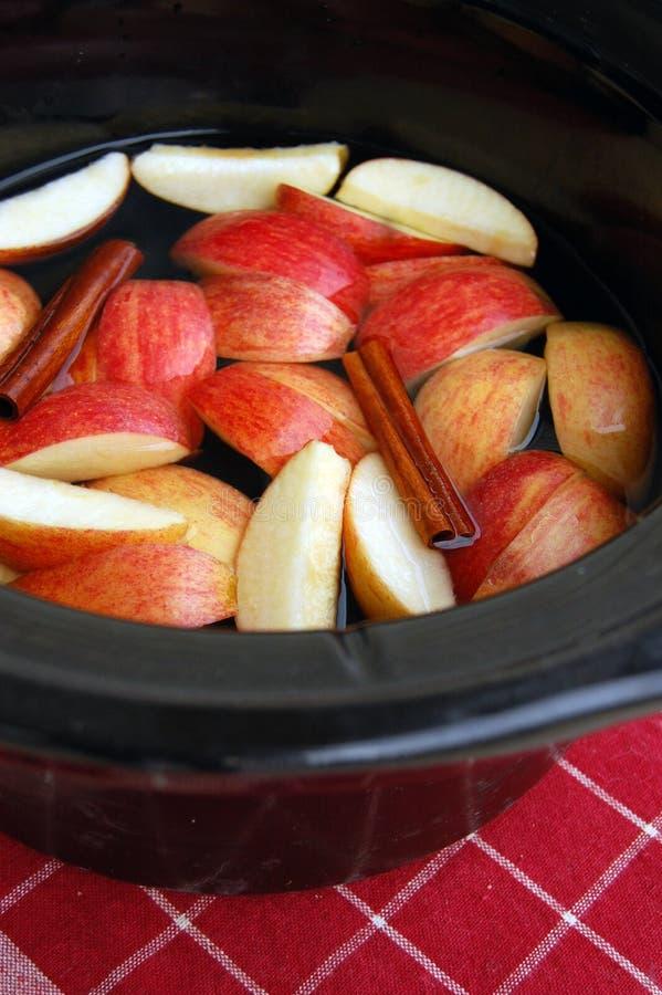 Αργή κουζίνα μηλίτη της Apple στοκ εικόνες