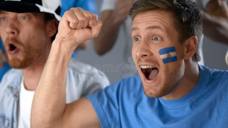 Αργεντινοί οπαδοί ποδοσφαίρου που γιορτάζουν την επιτυχία εθνικών ομάδων σε ανταγωνισμό στοκ φωτογραφίες με δικαίωμα ελεύθερης χρήσης